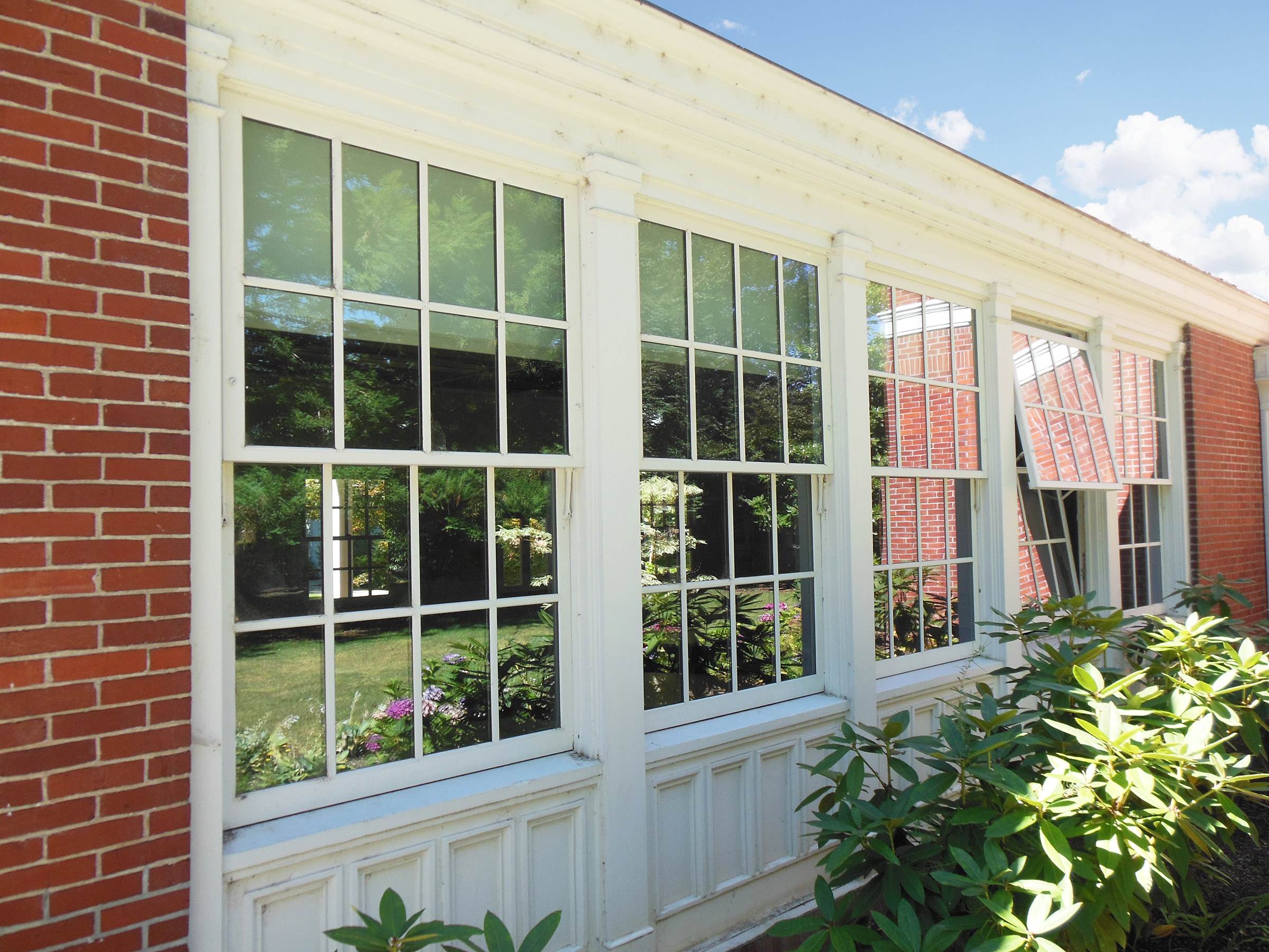 Awning windows awesome awning windows richmond for Awning replacement windows